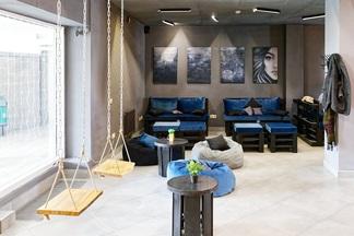 Новая кофейня Gray House с качелями и гамаком открылась возле метро «Грушевка»