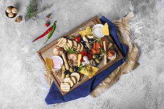 Фреш-салат с ростбифом и мясное ассорти гриль. Кальянная «МЯТА Спортивная» обновила меню