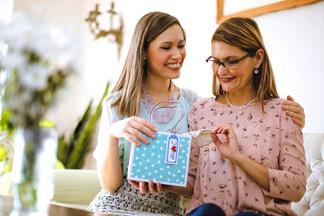 Для самой любимой. 8 отличных идей, что подарить маме на 8 марта