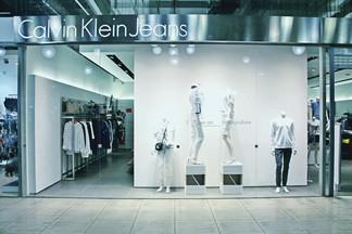 Что стоит купить в магазине Calvin Klein Jeans на этот сезон?