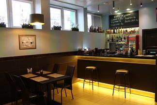 С понятной едой и «самогонными вечерами». В Минске открылось новое семейное кафе «Журавли»