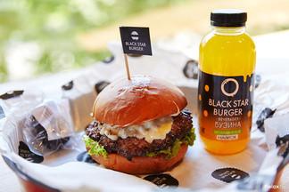 Black Star Burger откроется сегодня в 18:00. Первые дегустаторы уже попробовали бургеры от Тимати