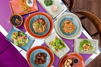 Новые роллы и азиатские комплексы из трех блюд. В кафе «Балкон» обновилось обеденное меню