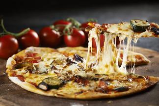 Фотофакт: в Гродно начали готовить пиццу с Нотр-Дам-де-Пари