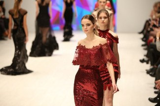 Фотофакт: как прошел третий день Belarus Fashion Week (шелк, принты от Ники Сандрос и Рождественская коллекция)