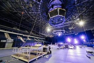 Фотофакт: как монтируют сцену для фестиваля «Armin Only Embrace»
