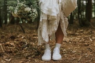 «Муж хотел видеть меня невестой, но решение было замной». Девушки о свадебных платьях, которые онивсеещеносят