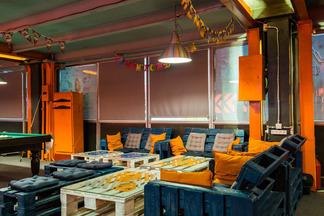 «Настолки», кальяны, приставки и квест: новое игровое пространство в 150 «квадратов» появилось в центре Минска