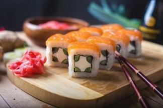 Более 180 блюд: новый суши-бар «Суши Wok» с доставкой и форматом take away открылся в столице