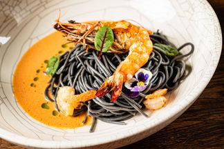 Черные спагетти, индейка в травах и консоме с цыпленком. 7 блюд с необычной подачей в новом «Яркальян»