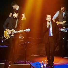 Репортаж: как мы пошли на концерт Гриши Урганта, а попали на Валерия Сюткина