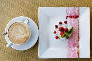 Сладкий вторник: на проспекте Независимости предлагают кофе+десерт за 5 рублей