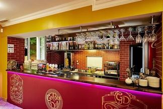Фотофакт: Новое кафе Golden Dili с домашней кухней открылось возле площади Победы