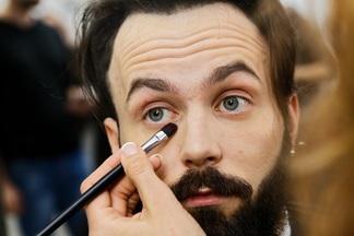 Зачем белорусские мужчины делают себе макияж? Репортаж из минского салона красоты
