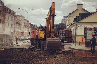 «Нет больше Зыбицкой. На ближайший месяц». Тусовочную улицу перекопали на три недели