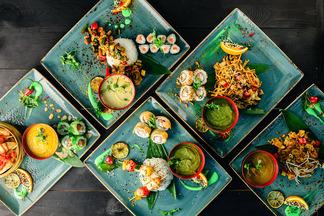 В кафе азиатской кухни «Балкон» обновилось обеденное меню. Комплексы из трех блюд — до 8,5 рубля