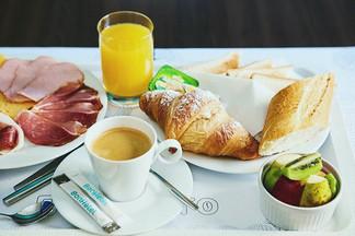 Шведские столы столичных гостиниц: BonНоtel