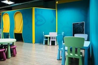 Фотофакт: в минском ТРЦ появилась первая бесплатная игровая комната для детей (от Pampers)