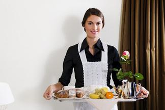 «Приготовить еды на неделю и  просто поговорить» — каких услуг ждут от «жены на час» в  Минске