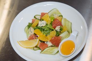 Готовим с шеф-поваром: салат из цитрусов и сыра