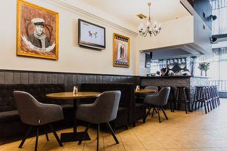 «Начиналось с маленького бара, теперь — большое кафе». Кафе «Комедия» отметило 20-летний юбилей
