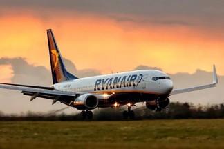 Лоукостер Ryanair распродает билеты на полеты по Европе