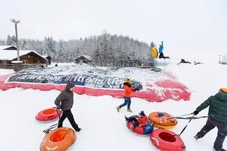 Тюбинг, трасса, трамплин и огромная подушка: новое зимнее развлечение появилось под Минском