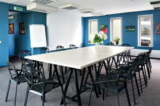 Открылось арт-пространство Blue Room: бесплатные выставки и сдача зала в аренду