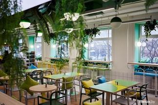 Горячие обеды, салат-бар и скидки для студентов. Что и почем предлагают в новом кафе-бистро «Ежедневник»?