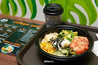«Опасения есть, но небольшие». На бульваре Пикассо открылось кафе, где готовят модное блюдо — гавайское поке