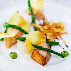 «Медальоны из семги со спаржей и рисом» от шеф-повара ресторана «Виноградъ»