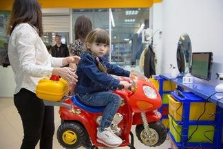 Как в Европе: в Минске открылся первый детский мультсалон с машинками вместо кресел (стрижки от 1 года)