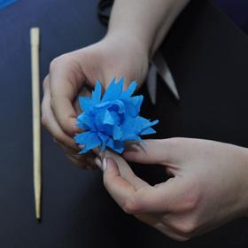 Делаем поделки своими руками на 8 марта из бумаги