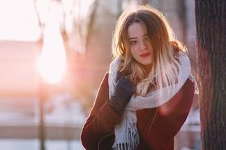 Яркие, романтичные и с узелками. 30 весенних пальто, которые можно купить прямо сейчас