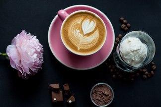 Кофе, плед, десерт. ТОП-5 кондитерских, где осенью зависают минчане