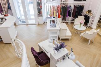 Дизайнерский шоу-рум и салон красоты: новое премиальное бьюти- и фэшн-пространство A La Lounge открылось в Минске