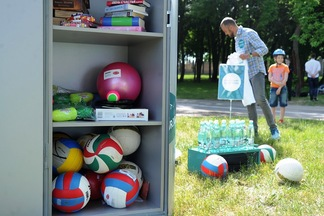 Бадминтон, фрисби, мячи, UNO: в парках Минска будут раздавать бесплатный инвентарь для игр на улице (+карта)