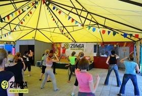 В Парке Челюскинцев проходят летние вечеринки по «Zumba» фитнесу