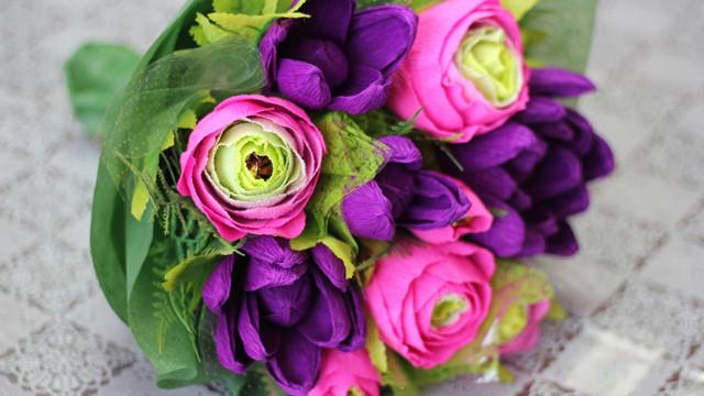 b79f4232b5b0b611a9e25b73a97635d5 Букет из конфет своими руками в мастер-классе с фото. Как сделать цветы из конфет самому