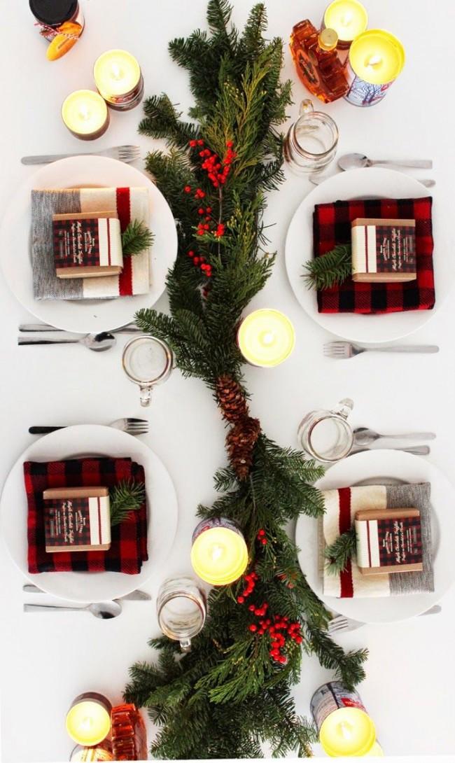 новогодний стол сервировка веточки салфетки свечи
