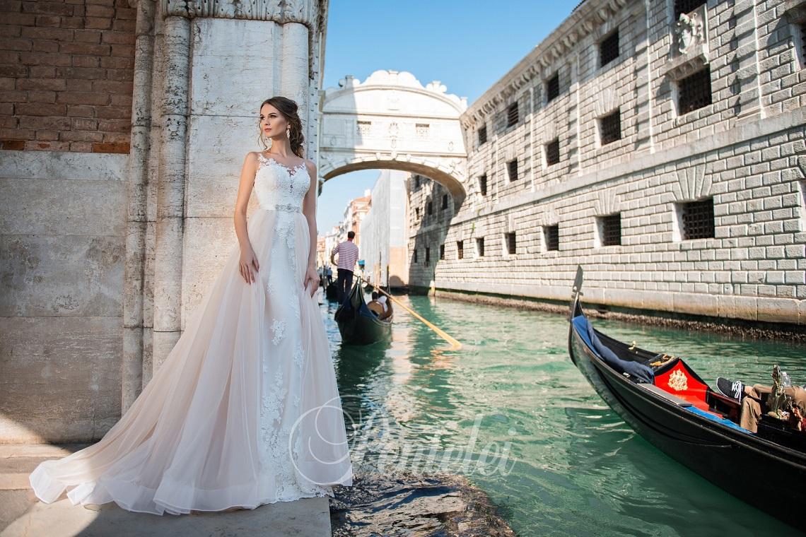 fe2cd39ded9c4a6 В Lavender можно примерить свадебные платья брендов Pentelei и Kotapska.  Коллекции отличаются высоким качеством кружев, изысканной вышивкой ручной  работы и ...