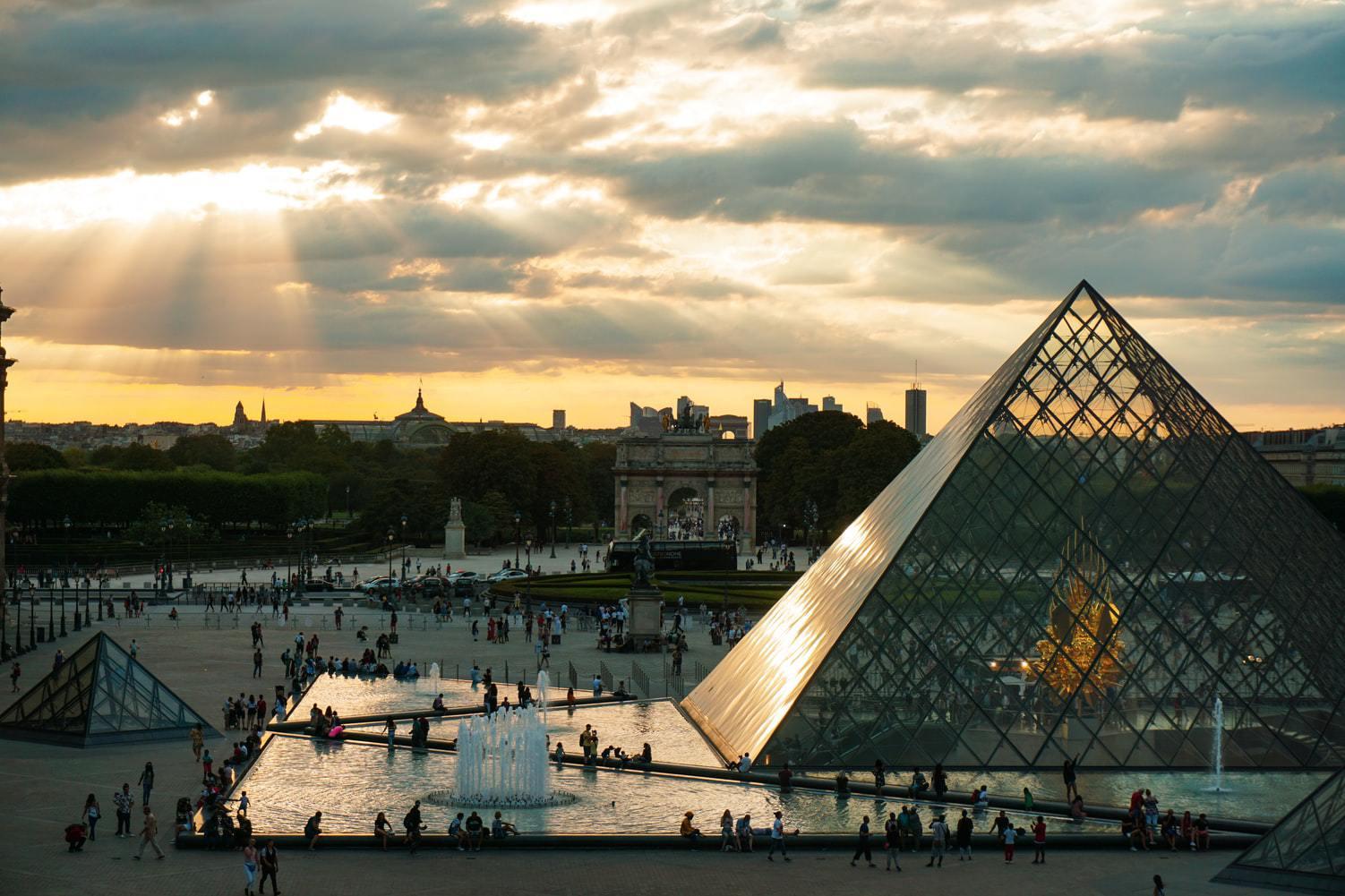 Лувр оцифровал и опубликовал онлайн все свои произведения искусства.